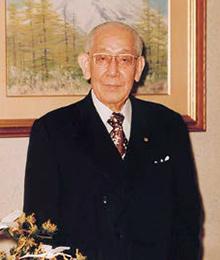初代理事長松尾 國三 まつお くにぞう